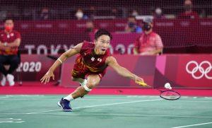 Olympics: Japanese men's badminton singles favorite Momota took out